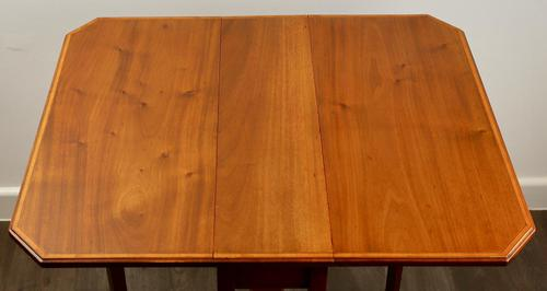 Mahogany Sunderland table in excellent condition (1 of 5)