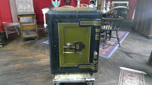 FIne Quality Chatwood Safe Still in its Original Livery (1 of 6)