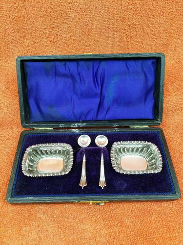 Antique Sterling Silver Hallmarked Cased Salts 1909 & 1923 Spoons J Collyer & Co Ltd (1 of 11)