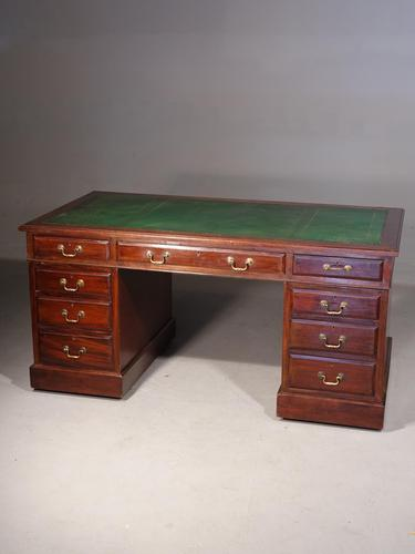 Good Late 19th Century Pedestal Desk with a Triple Inlaid Leather Top (1 of 7)