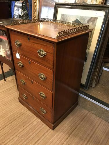 Nice Quality Small Chest of Drawers (1 of 9)