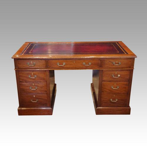 Victorian 137cm Mahogany Pedestal Desk (1 of 10)