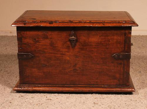 Small Spanish Chest in Walnut 17th Century (1 of 10)