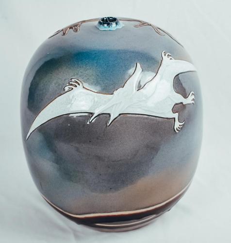 Chinese Jingdezhen Pterodactyl Samurai Vase (1 of 8)