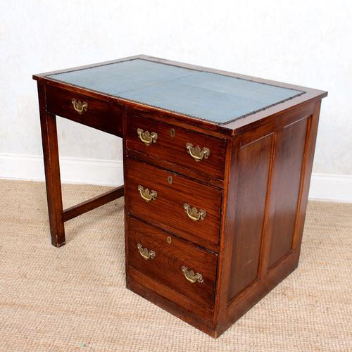 Edwardian Oak Pedestal Writing Desk (1 of 12)