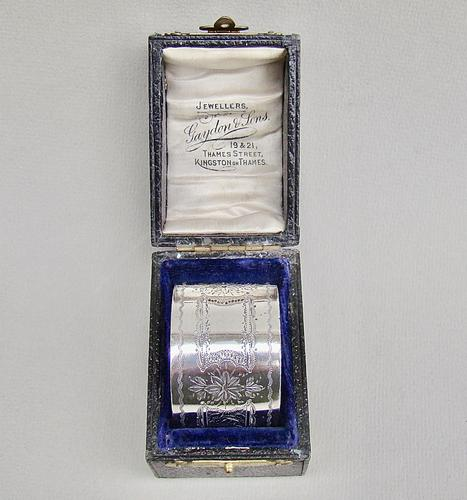 Cased Victorian Silver Napkin Ring by Hilliard & Thomason, Birmingham 1895 (1 of 5)
