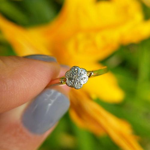Dainty Vintage 18ct Gold Diamond Flower Ring (1 of 7)