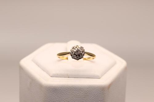18ct Gold & Diamond Ring, size O, weighing 2.0g (1 of 6)