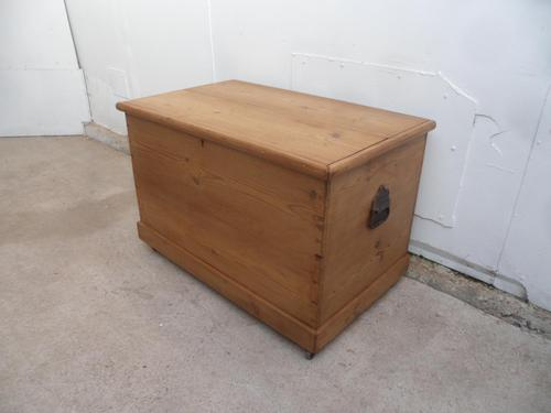 Small Victorian Antique Old Pine Waxed Coffer Box / Lamp Table (1 of 10)