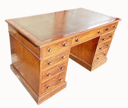 Superb Quality Victorian Mahogany Pedestal Desk (1 of 7)