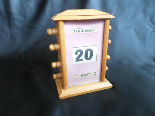 Golden Oak Perpetual Calendar - Fully Working (1 of 5)