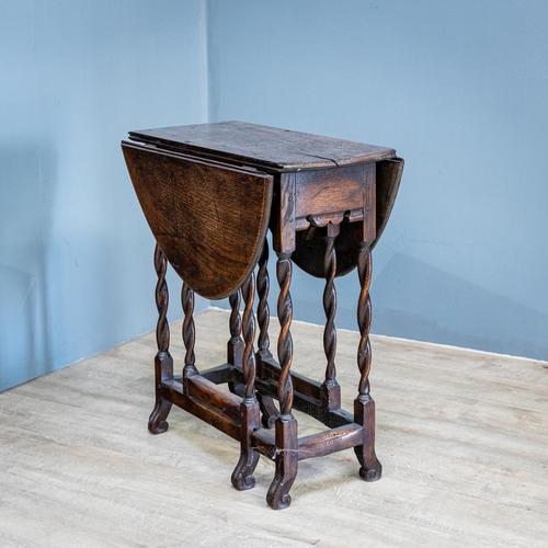 Early 18th Century Drop Leaf Table (1 of 10)