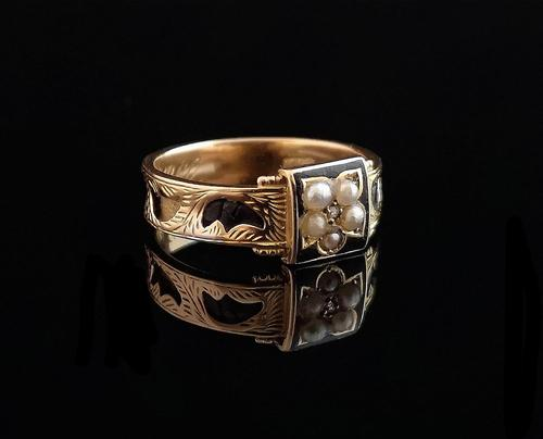 Antique mourning ring, 15ct gold, black enamel, pearl and diamond (1 of 12)
