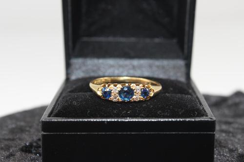 18ct Gold, Diamond & Sapphire Ring, size U, weighing 2.6g (1 of 5)