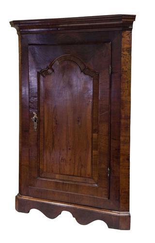 Fine Queen Anne Walnut Veneer Hanging Corner Cupboard (1 of 8)