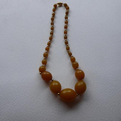 Graduated Bakelite Bead Necklace (1 of 11)