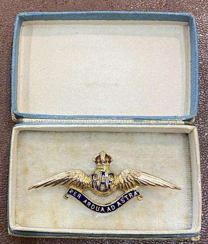 9ct Gold Boxed with Dedication RAF Brooch 1918 (1 of 5)