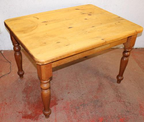 1920s Small Country Pine Table on Turned Legs (1 of 4)