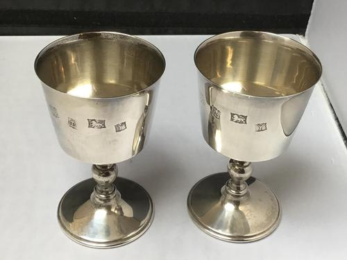 Excellent Pair of Solid Silver Goblets Eliz II (1 of 5)