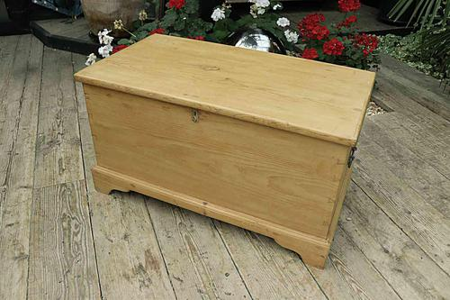 Fabulous & Restored Pine Blanket Box / Chest / Trunk / Coffee Table (1 of 9)
