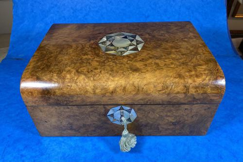 Victorian Walnut Jewellery Box with Inlay (1 of 15)