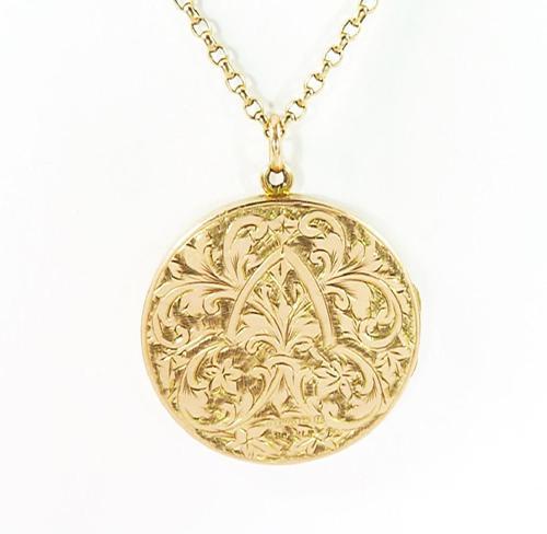 World War I Era Hallmarked Gold Locket 1915 on 17 Inch Chain (1 of 11)