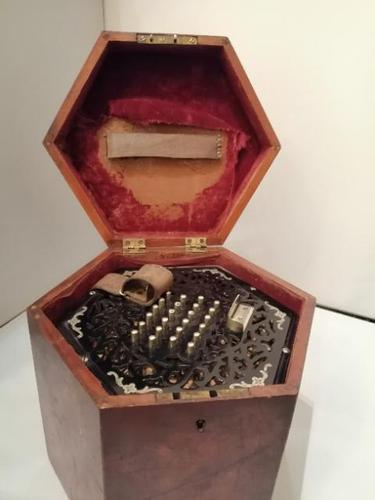 Good Early 20th Century Concertina Squeeze Box (1 of 11)