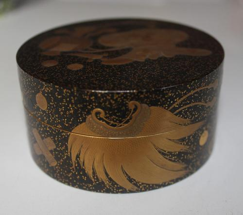 Antique Japanese Meiji Gilt & Black Lacquer Lidded Box (1 of 15)