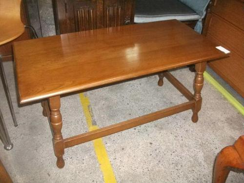 Turned Leg Oak Coffee Table (1 of 3)