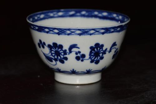 18th Century Worcester Blue & White Teabowl (1 of 7)