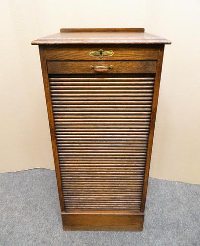 Globe Wernicke oak filing cabinet (1 of 7)