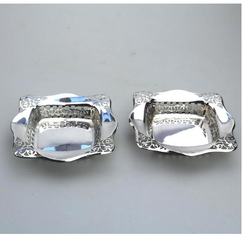 Unusual Pair of Solid Silver Pierced Square Bonbon Dishes Chester c.1927 (1 of 8)