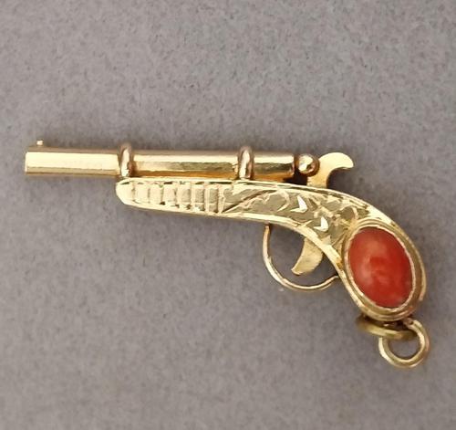 Victorian 18ct Gold Colt Pistol / Gun Pendant (1 of 8)