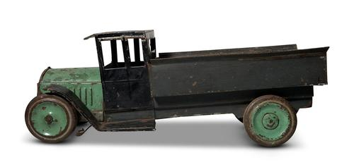 Painted Tin Truck (1 of 8)
