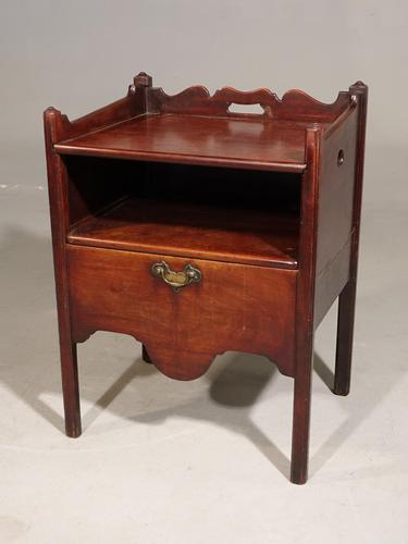 Attractive George III Period Mahogany Night Commode (1 of 5)