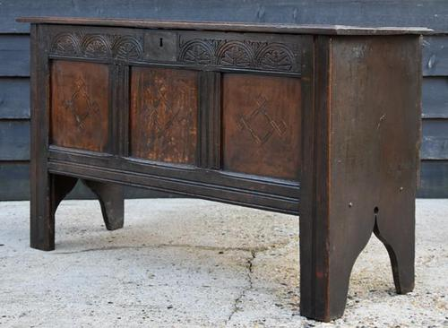 Handsome Early 18th Century Oak Coffer / Blanket Box / Chest c.1700 (1 of 8)