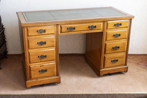 Victorian Kneehole Desk (1 of 5)