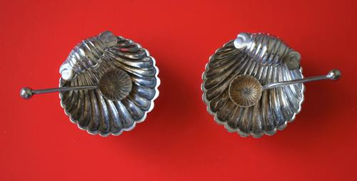 Pair of Antique Miniature Silver Plated Clam Shell Salt Servers & Spoons (1 of 6)