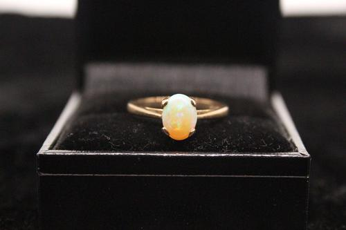 9ct Gold & Opal Ring, size O, weighing 2g (1 of 6)