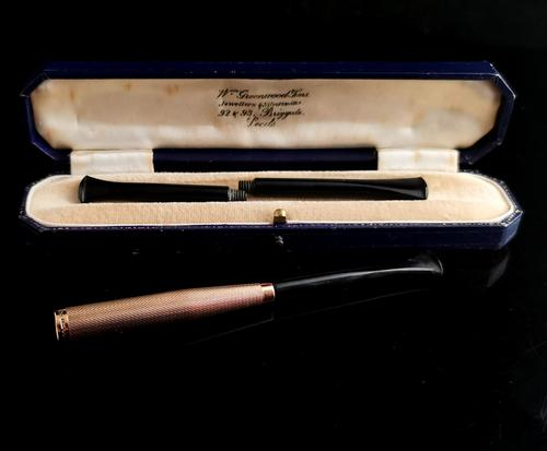 Art Deco 9ct Gold Cigarette Holder, Boxed (1 of 10)
