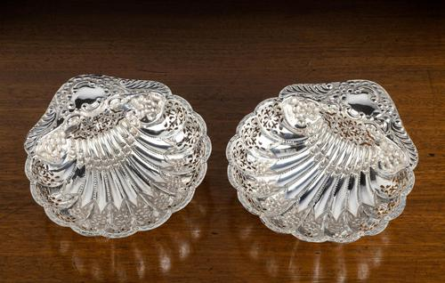 An Extremely Pretty Pair of Edwardian Silver Shell Dishes (1 of 7)