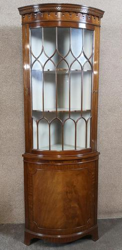 Mahogany Bow Front Corner Cabinet In The Georgian Style (1 of 9)
