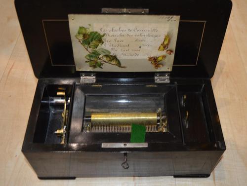 Smaller 6 Air Victorian Musical Box (1 of 5)