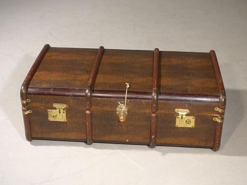 Attractive Early 20th Century Embossed Travelling Case (1 of 6)
