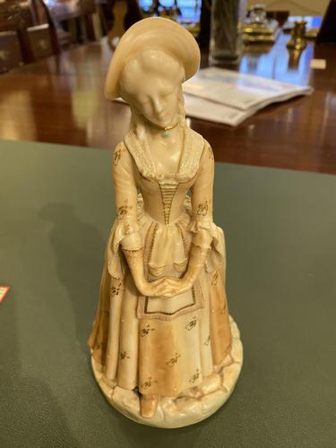 Royal Worcester – Porcelain Figure 'Shape: 1052' of A Young Lady Wearing a Fine Dress by James Hadley (1 of 5)