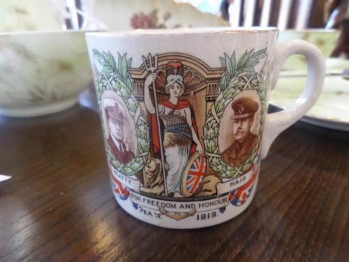 Very Nice Commemorative Mug - The Great War! (1 of 6)