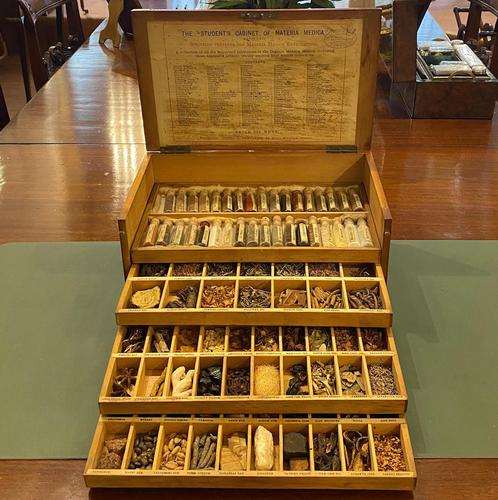 "Victorian ""cabinet Of materia medica"" – complete and totally original specimens. (1 of 6)"