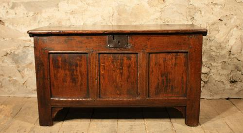 Small Oak Coffer c.1700 (1 of 1)