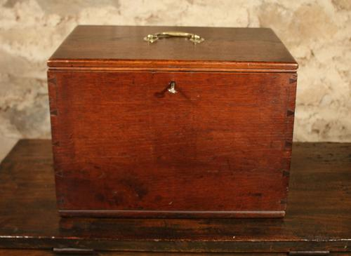 Small Oak Box c.1890 (1 of 1)