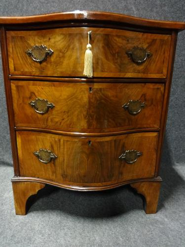 Good Serpentine Burr Walnut Chest c.1920 (1 of 1)